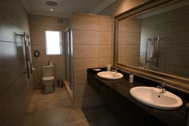 Luxury-Suite-2-ab-shared-bathroom