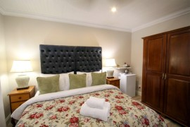 Luxury-Suite-2b-bedroom-bed-view