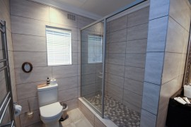Suite-1-bathroom