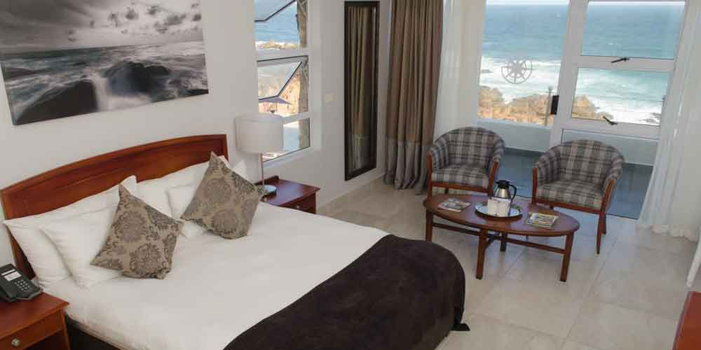 bedroom with doublebeds seaview