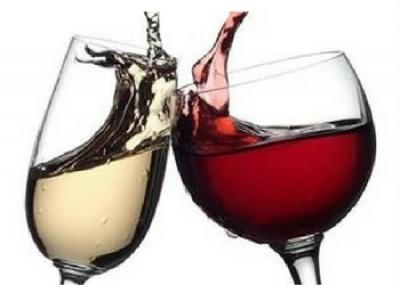 Die verskil tussen rooi wyn en wit wyn.